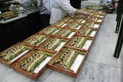 Tatlılar kutulanıyor, Abo al Abed