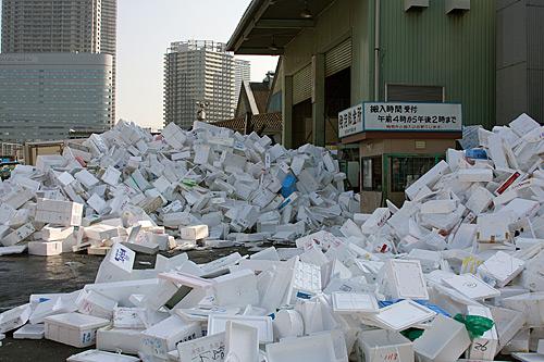 Balık pazarının ambalaj atıkları.