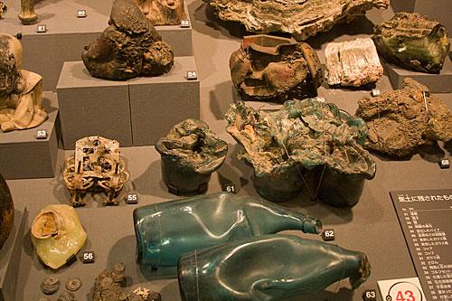 Bombanın çeşitli nesneler üzerinde yaptığı deformasyon.