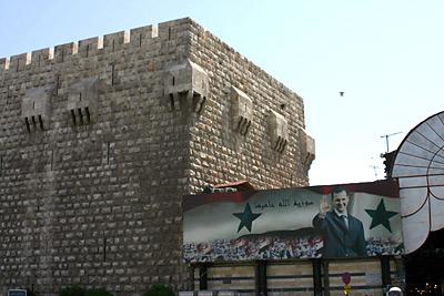 Başer Esad'lı afiş, Şam