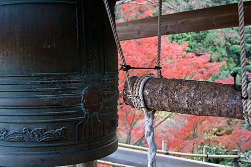 Budist tapınağı çanı. Daihikaku Senkoji Tapınağı, Arashiyama