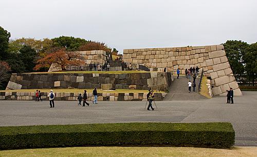 Edo Kalesi'nin kulesinden geriye kalanlar.