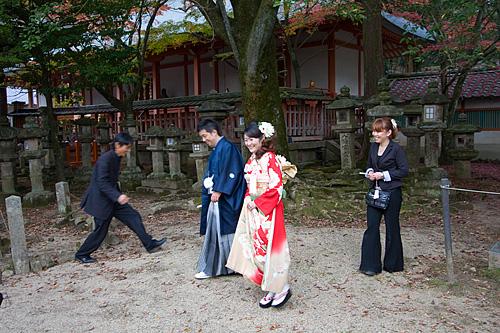 Gelrneksel bir Şinto düğünü.
