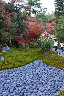 Hogonin Tapınağı bahçesinden bir görünüm.