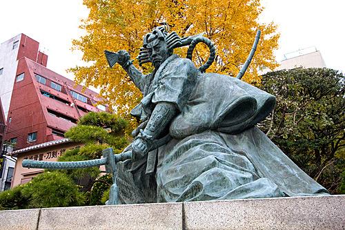 Ünlü kabuki oyuncusu Danjuro Ichikawa'nın heykeli.