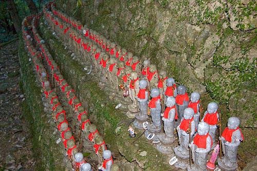 Ojizō-sama heykelleri.