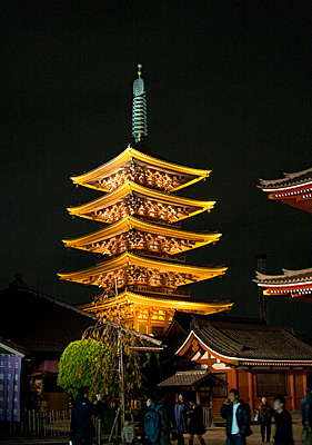 Tapınağın beş katlı pagodası.