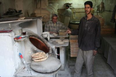 Tandır ekmeği yapımı.