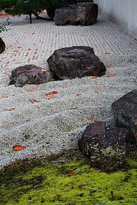 Zen bahçesi (Karesansui tipinde bahçe).