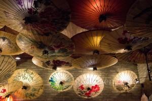 Dashilan bölgesinde bir şemsiye imalatçısının mağazası.
