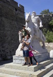 Jinshanling'e çıkarken sizi ilk olarak 16. yüzyılda buralarda savaşmış olan General Qi Jiguang'ın heykeli karşılıyor.