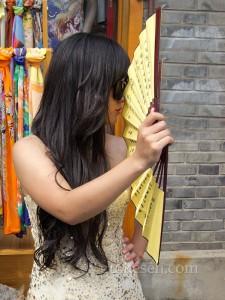 Nanluoguxiang'da poz verirken rastladığım bir hanım kızımız.