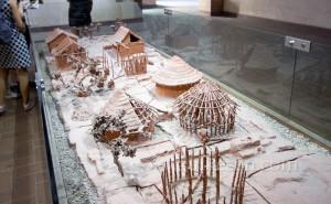 Kazı alanındaki evlerin temsili maketi.