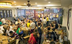 Müslüman Mahallesi'nde bir lokantanın içi.
