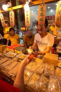 Müslüman Mahallesi'nde bir satıcı.
