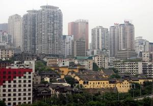Huguang Toplantı Binası'nın teleferikten görünümü. Sarı renkli bina topluluğu.