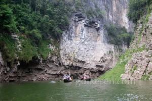Shennong Nehri'nden bir görünüm.