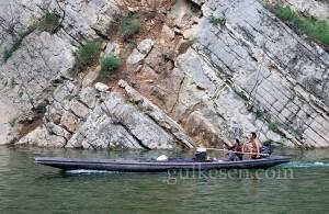 Shennong Nehri'nde bir tekne.