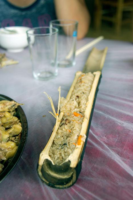 Bambu dolması sofraya geldiğinde.